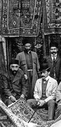 """""""Negozio"""" di tappeti antichi in Tiflis – fine XIX inizi XX secolo"""